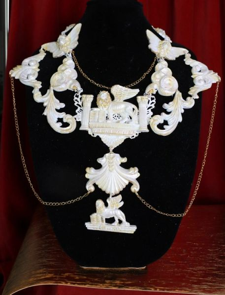 8674 Medieval Art Jewelry 3D Effect Hand Painted 3D Effect Pearlish Venezia Necklace