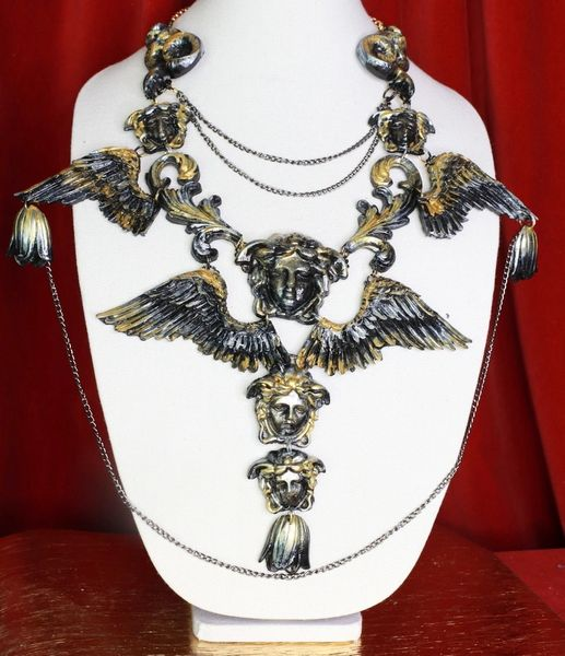 8681 Medieval Art Jewelry 3D Effect Hand Painted Heads Effect Venezia Necklace