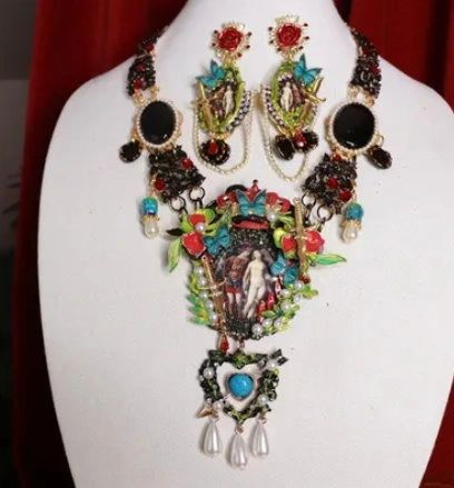 8805 Set Of Venus And Mars Sword Statement Necklace+ Earrings