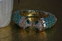1084 Designer Truquoise Crystal Kissing Heads Cuff Bracelet