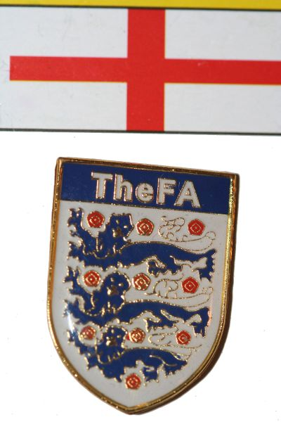 "ENGLAND FIFA WORLD CUP SOCCER LOGO METAL LAPEL PIN BADGE ... SIZE : 3/4"" X 1"" INCHES .. NEW"