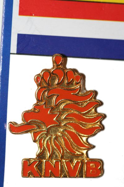 "NETHERLANDS - FIFA WORLD CUP SOCCER KNVB LOGO LAPEL PIN BADGE .. SIZE : 7/8"" X 1 1/8"" INCHES .. NEW"