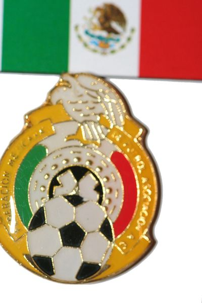 "MEXICO - FIFA WORLD CUP SOCCER LOGO LAPEL PIN BADGE .. SIZE : 1"" X 1 1/2"" INCHES .. NEW"