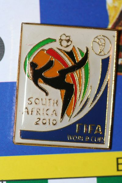 "SOUTH AFRICA - FIFA WORLD CUP 2010 SOCCER LOGO LAPEL PIN BADGE .. SIZE : 7/8"" X 1"" INCHES .. NEW"