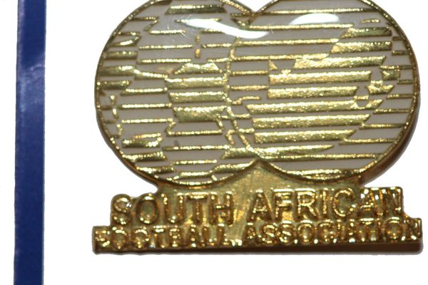 "SOUTH AFRICAN FOOTBALL ASSOCIATION - FIFA WORLD CUP SOCCER LOGO LAPEL PIN BADGE .. SIZE : 1 1/8"" X 7/8"" INCHES .. NEW"