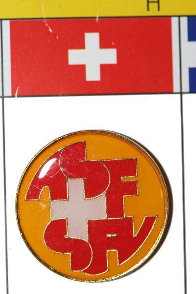 """SWITZERLAND - FIFA WORLD CUP SOCCER LOGO LAPEL PIN BADGE .. SIZE : 1"""" X 1"""" INCHES CIRCLE SHAPE .. NEW"""