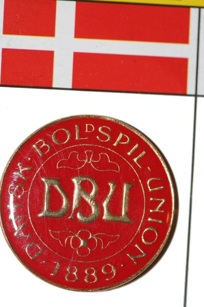 """DANSK BOLSPIL 1889 - FIFA WORLD CUP SOCCER LOGO LAPEL PIN BADGE .. SIZE : 1"""" X 1"""" INCHES CIRCLE SHAPE .. NEW"""