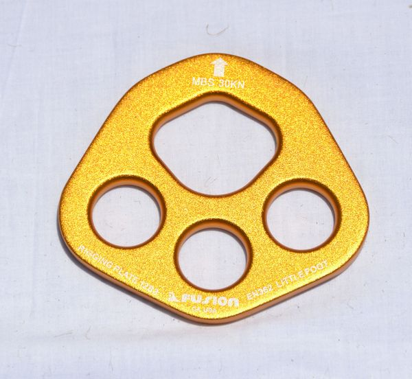 4 hole rigging plate, colors may vary