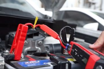 jump starting a dead car battery. Car Battery Jump Start Service.
