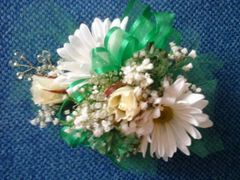 06-DM Daisy (Choose Colors) Mix Wrist Corsage