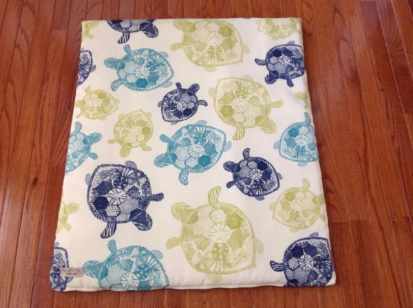 Cover - medium - Mat cover made from Solarium outdoor fabric light cream with navy, lime green and turquiose turtles.