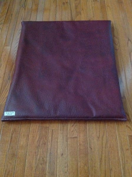 Mat - medium -Designer vinyl dark burgundy ostrich look