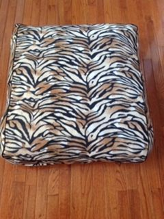 "Fluffy Stuffy Medium 100% fleece fabric cover leopard print with paneled sides and black piping trim Aprox. 28.5""L x 31""W x 7.5""H - 5.60 lbs."