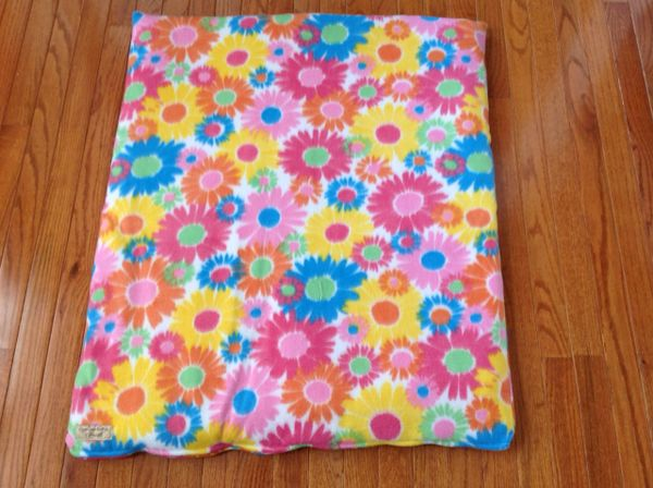 Cover - medium - mat cover made from colorful flowered fleece fabric