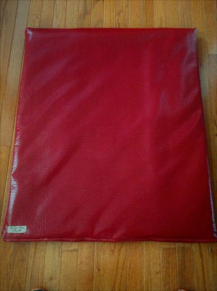Mat - medium mat designer vinyl crocodile look red - very soft