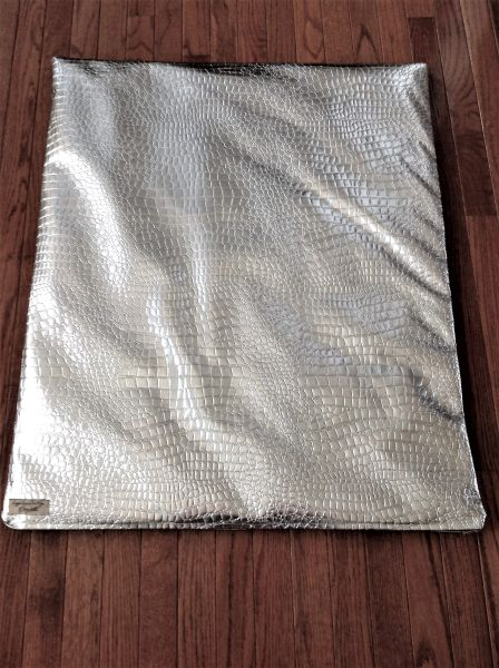 Mat - medium designer vinyl mat shiny silver crocodile pattern