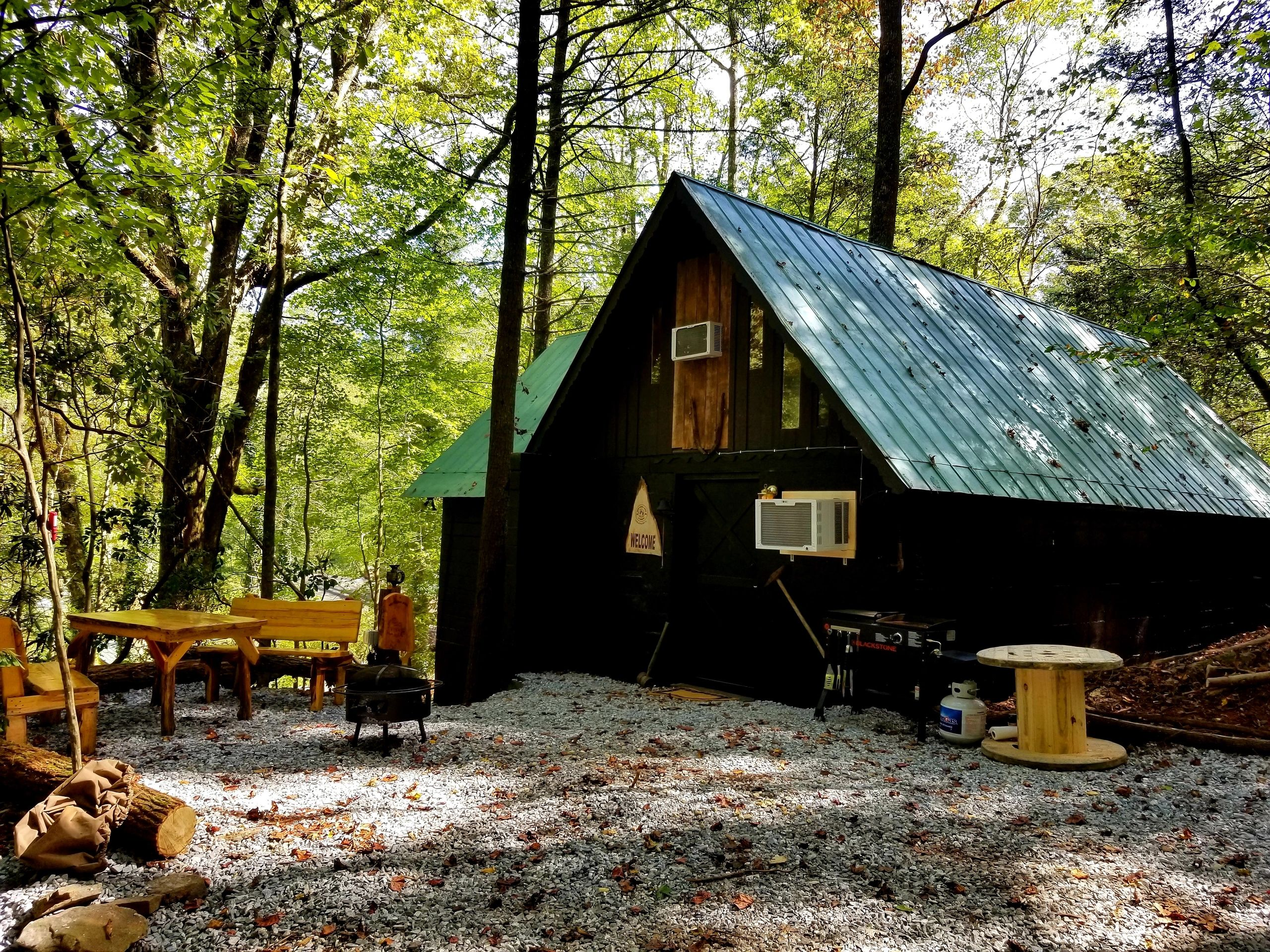 GOLD MINERS CABIN at Bear Creek Lodge and Cabins in Helen Ga  Hot Tub  1 King/1 Queen/5 Twins Slps 9
