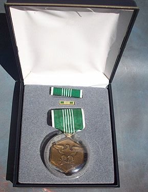 US ARMY COMMENDATION MEDAL SET - CASED
