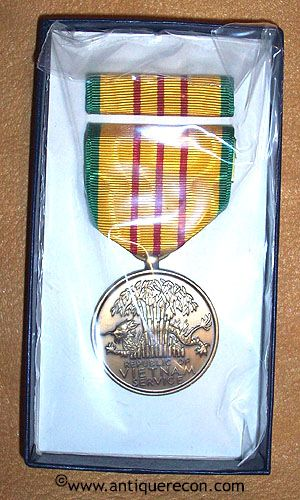 US ARMY VIETNAM SERVICE MEDAL SET - BOXED 1969 CONTRACT