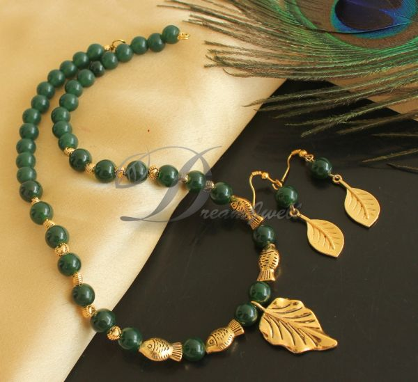 a3bd8de2c4753 BEAUTIFUL GOLD TONE GREEN BEADS DESIGNER NECKLACE SET DJ25815