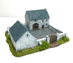 (6mm) Enclosed Farmhouse & Stables (ready painted)