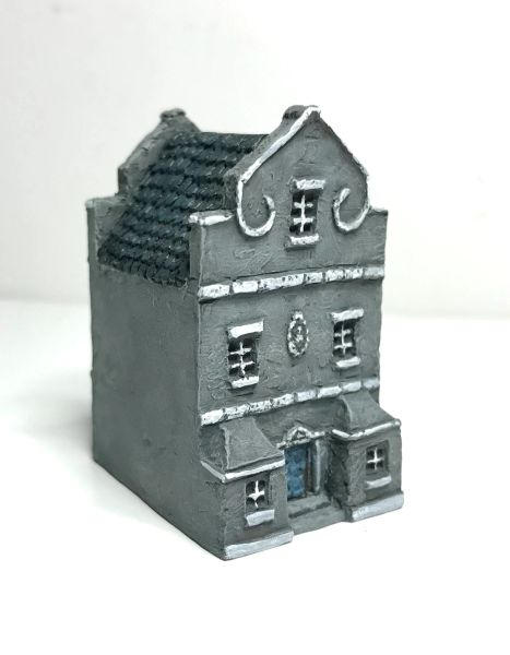 (6mm) Dutch / Belgian Townhouse with Triangular Gables (6B022)