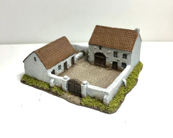 (6mm) READY PAINTED Enclosed Farmhouse & Stables