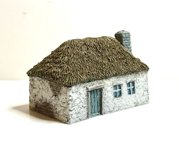 10mm READY PAINTED Russian Dwelling