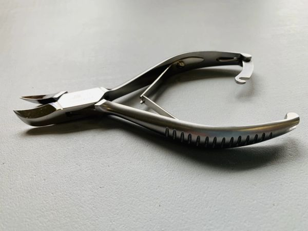 M.B.I Curved Jaw Double Spring Nipper 5.5""