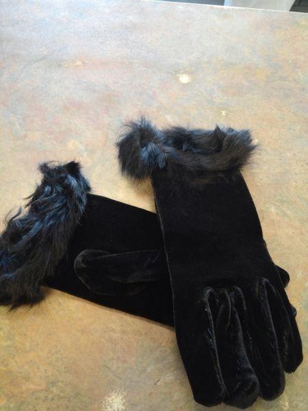Black Velvet Gloves with Fur