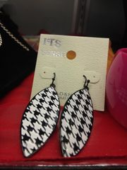 Black and White Houndstooth Earrings