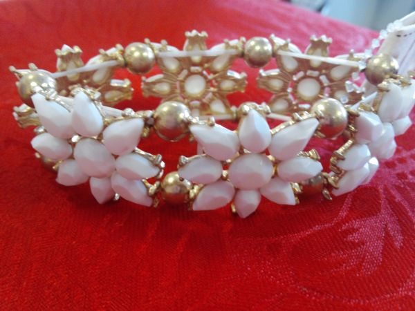 White with Gold Flower Bracelet