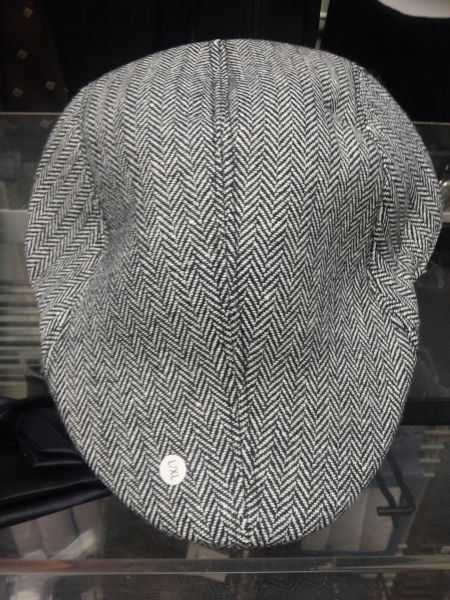 Black and White Ivy Cap