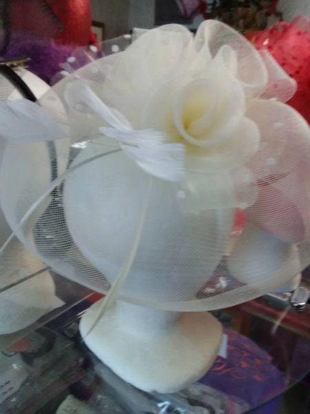 Ivory Fascinator w Flower IFWF