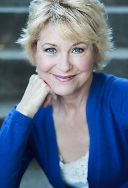 Dee Wallace private autograph signing, DEADLINE for orders and mail in items 2 June 2021