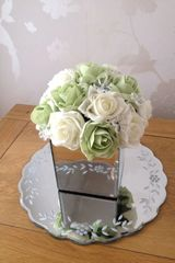 BEAUTIFUL CLUSTER OF IVORY & SAGE FAUX ROSES IN MIRROR CUBE WITH CRYSTAL DECORATIONS