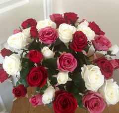 DELUXE 45 ROSE EXTRA LARGE HAND TIED GIFT WRAPPED BOUQUET (Without Vase)