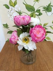 BEAUTIFUL PINK & IVORY PEONY ARTIFICIAL FLOWER ARRANGEMENT & WATER IN GLASS VASE