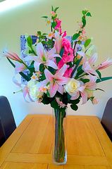EXTRA LARGE DELUXE VASE ARRANGEMENT LILY, ROSE, GLADIOLI & BLOSSOM IN WATER