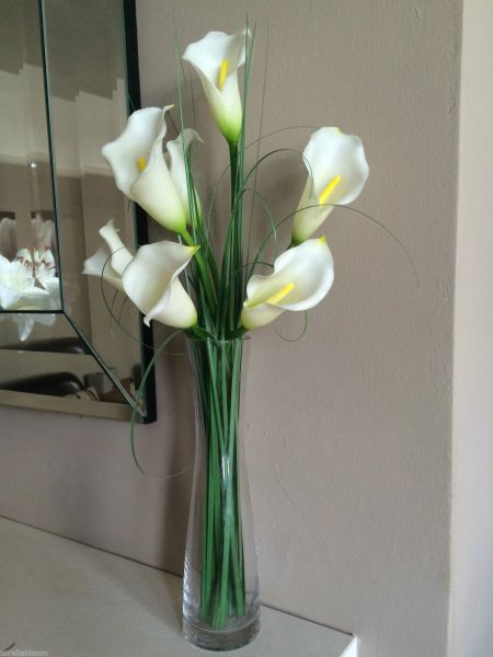 Ivory Calla Lily Amp Grass Arrangement In Glass Vase With