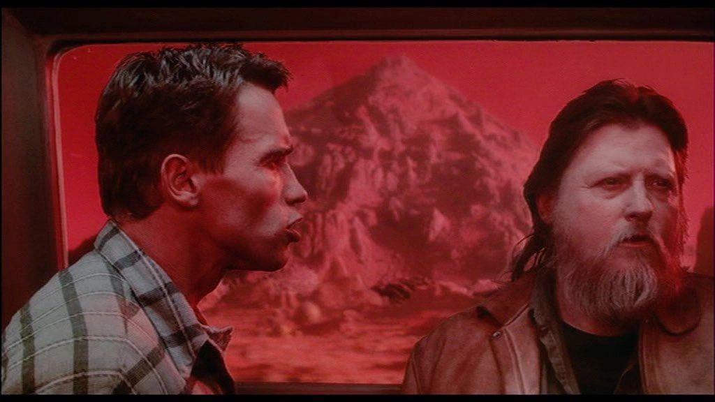Jones & Schwarzenegger in Total Recall