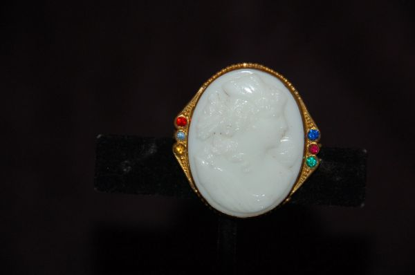 Vintage Cameo Broach With Colorful Sidestones