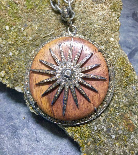 Wood Circle w Diamond Starburst