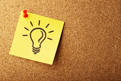 Lightbulb sticky note on bulletin board