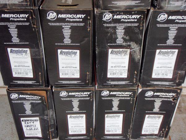 New Mercury Revolution 4 propeller 17 pitch 48-8M0151317