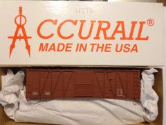 ACCURAIL 4398 HO O.B. 40 FT WOOD 8 PANEL BOXCAR, METAL ENDS, OXIDE RED.