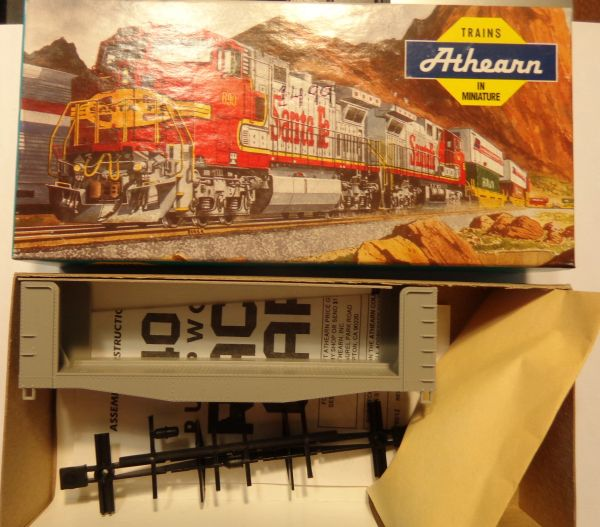 ATHEARN 1449 HO SCALE 40 FT PULPWOOD FLATCAR, UNDECORATED. KIT CONTENTS MAY BE GRAY OR BLACK