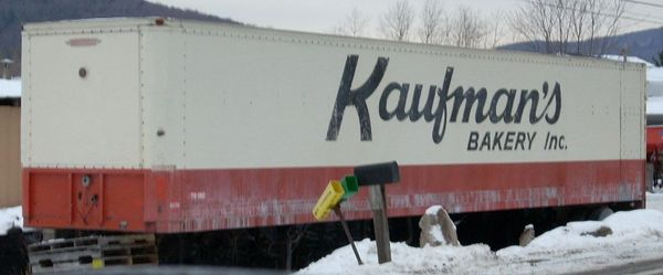 KAUFMANS BAKERY. A WESTERN NY TRADITION. HO SCALE DECAL SET