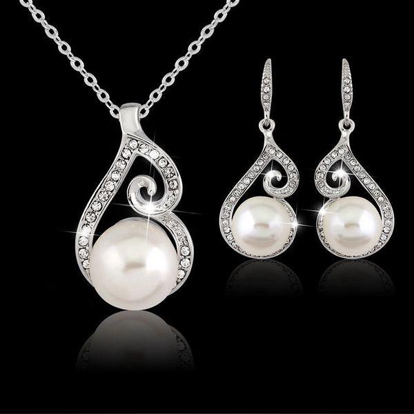 Set of Delicate Rhinestone Crystal & Imitation Pearl Pendant Necklace & Earrings