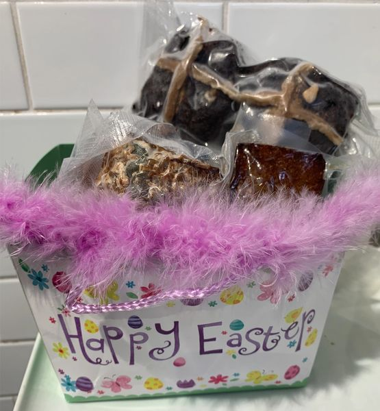 Send an Easter Gift Hamper $60